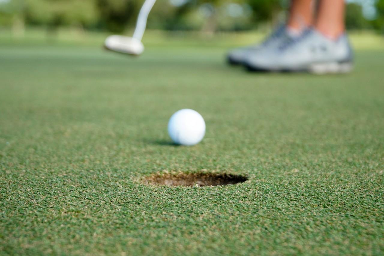Golf Putt | Suzanne Polino REALTOR